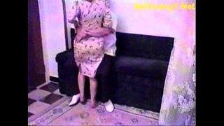 سكس دكتور نسوانجي يستدرج بنات مراهقات وينيكهم فى العيادة الفيديو ...